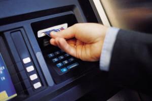 ανάληψη από μηχάνημα ATM, εισάγοντας τον αριθμό PIN αντίστροφα, ειδοποιούμε την αστυνομία