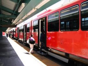 Ηλεκτροδοτείται το σιδηροδρομικό δίκτυο Άνω Λιόσια-Κιάτο.