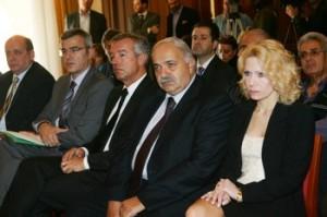 από αριστερά ο Πρόεδρος του ΕΟΤ, κ. Ν. Κανελλόπουλος, ο πρόεδρος της ΠΟΞ κ. Α. Ανδρεάδης, ο αντιπρόεδρος της ΠΟΞ κ.Σπ. Γαλιατσάτος, η κα Χριστίνα Τετράδη, μέλος του Δσ. του ΞΕΕ και αρμόδια για τις δημόσιες σχέσεις, στην συνέντευξη τύπου του ΞΕΕ