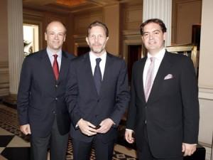 Πρόεδρος της Ένωσης Ξενοδόχων Αθηνών - Αττικής κ. Γιάννης Α. Ρέτσος (αριστερά), ο Υπουργός Τουρισμού - Πολιτισμού κ. Παύλος Γερουλάνος και ο Γεν. Γραμματέας της ΕΞΑ-Α κ. Αλέξανδρος Ε. Βασιλικός