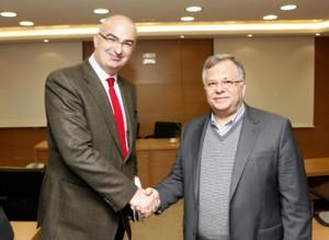 Ο Πρόεδρος του Επιμελητηρίου κ. Γιώργος Τσακίρης με τον Πρόεδρο του Συλλόγου «Το Χαμόγελο του Παιδιού» κ. Κωνσταντίνο Γιαννόπουλο