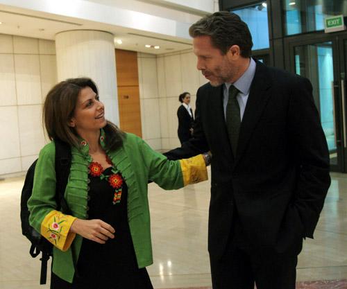 """ο Υπουργός Πολιτισμού και Τουρισμού Παύλος Γερουλάνος με την Μάγια Τσόκλη, Βουλευτή και πρέσβειρα του επώνυμου Ελληνικού κρασιού κατά την διάρκεια """"του Συνεδρίου Τουρισμού""""  IMIC 2011"""