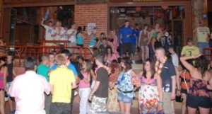 Ζημιές σε μπαρ στα Μάλια προκάλεσαν επτά Βρετανοί