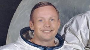 Neil Armstrong, ο πρώτος άνθρωπος που περπάτησε στο φεγγάρι, πεθαίνει στα 82