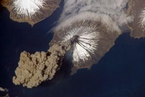 cleveland-volcano-erupt