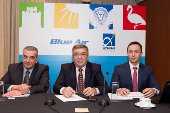 Από αριστερά: ο Γενικός Διευθυντής Top Kinisis Hellas (αντιπρόσωπος της Blue Air στην Ελλάδα), κ. Γιώργος Αντώναρος,  ο CEO της Blue Air, κ. Gheorghe Racaru, και ο Chief Commercial Officer της Blue Air, κ. Tudor Constantinescu