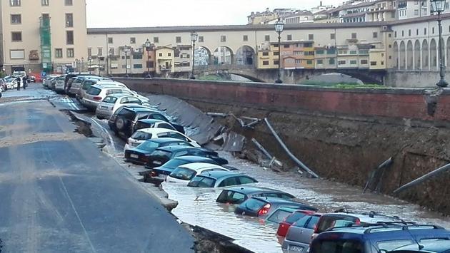 Χάος από κατάρρευση δρόμου στην Ιταλία για κατοίκους και τουρίστες