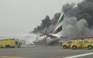 Πρόσκρουση κατά την προσγείωση και φωτιά σε αεροπλάνο της Emirates στο Ντουμπάι