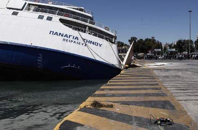 Ξεκίνησαν οι εργασίες σταθεροποίησης - ανέλκυσης του πλοίου  Ε/Γ-Ο/Γ ΠΑΝΑΓΙΑ ΤΗΝΟΥ στο λιμάνι του Πειραιά