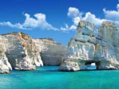 Vogue: 'Μήλος, Το καλύτερο ελληνικό νησί για το 2017'