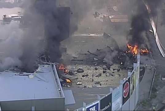 Αεροπλάνο συνετρίβη στην οροφή εμπορικού κέντρου στην Αυστραλία - Πέντε άτομα σκοτώθηκαν