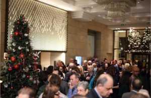 Το NJV Athens Plaza καλωσορίζει τις γιορτές μοιράζοντας δώρα στα παιδιά της Μάνδρας