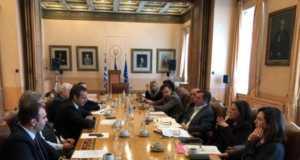 Τη συνεργασία του Εμπορικού Συλλόγου ζήτησε ο δήμαρχος Αθηναίων Γ. Καμίνης για δημόσιο χώρο, απορρίμματα και ωράρια τροφοδοσίας