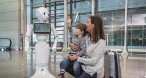 Το αεροδρόμιο του Μονάχου και η Lufthansa παρουσιάζουν ένα ανθρωποειδές ρομπότ στο Terminal 2
