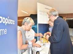 Ο Αμερικανός Πρέσβης Τζέφρι Πάιατ στο stand της Lufthansa