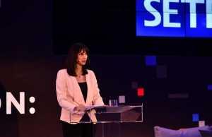 Τη στρατηγική για την ψηφιακή μετάβαση και την καινοτομία στον ελληνικό τουρισμό παρουσίασε η Υπουργός Τουρισμού Έλενα Κουντουρά στο ετήσιο συνέδριο του ΣΕΤΕ