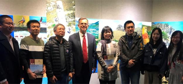 Έντυπο Γεωπάρκου Λέσβου στην κινέζικη γλώσσα-Εγκαίνια έκθεσης για τη Λέσβο
