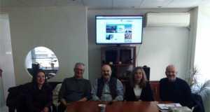 Η ανάδειξη του θεατρικού Φεστιβάλ και σε τουριστικό θεσμό, και η συνεργασία στην προώθηση του πολιτιστικού τουρισμού ήταν μερικά από τα θέματα που συζητήθηκαν κατά τη συνάντηση που πραγματοποίησαν ο πρόεδρος της Ομοσπονδίας Ελληνικών Συνδέσμων Γραφείων Ταξιδίων & Τουρισμού, FedHATTA κ. Λύσανδρος Τσιλίδης - και ο καλλιτεχνικός διευθυντής του Φεστιβάλ Αθηνών και Επιδαύρου κ. Βαγγέλης Θεοδωρόπουλος και επιτελείο του Φεστιβάλ. Ο κ. Τσιλίδης εξέφρασε και πάλι την ικανοποίησή του για την έγκαιρη ανακοίνωση του προγράμματος του Φεστιβάλ, βοηθώντας τον προγραμματισμό των τουριστικών γραφείων διεθνώς, καθώς ενημερώνονται σε έγκαιρο χρόνο για τα σημαντικά πολιτιστικά δρώμενα στην Ελλάδα. Μεταξύ άλλων όμως συζητήθηκε και ένα ευρύτερο πλαίσιο συνεργασίας, με γνώμονα την προώθηση του πολιτιστικού τουρισμού, και συγκεκριμένα της τέχνης του Θεάτρου, στο ελληνικό κοινό αλλά και στους διεθνείς ταξιδιώτες. Συγκεκριμένα, η συζήτηση επικεντρώθηκε στο ρόλο που μπορούν να διαδραματίσουν τα τουριστικά γραφεία στην διάδοση του Φεστιβάλ εντός και εκτός Ελλάδας, πάντα με την προϋπόθεση του έγκαιρου προγραμματισμού, στοχεύοντας στο να καθιερωθεί ένα τόσο μεγάλο γεγονός του ελληνικού καλοκαιριού, ως τουριστικός, και όχι μόνο πολιτιστικός, θεσμός.