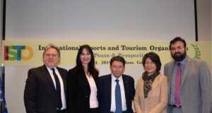 Iστορική στιγμή η ίδρυση με πρωτοβουλία της Έλενας Κουντουρά του πρώτου με έδρα την Ελλάδα διεθνούς οργανισμού αθλητισμού και τουρισμού για την ειρήνη και την ευημερία
