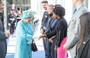 Η Αυτού Μεγαλειότης, η Βασίλισσα της Αγγλίας, επισκέφθηκε τα κεντρικά της British Airways, για να γιορτάσει το 100ό έτος της αεροπορικής εταιρείας
