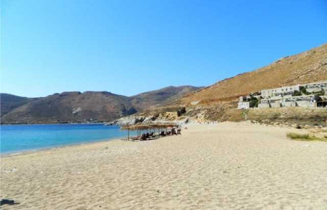 Η παραλία της Βαγιάς γίνεται η πρώτη smoke–free παραλία των Κυκλάδων