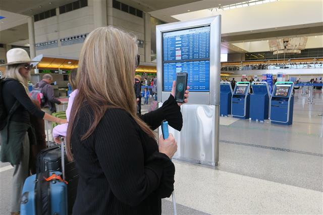4746c7ca6fc LAWA LAUNCHES NEW APP TO HELP BLIND AND LOW VISION GUESTS NAVIGATE ...