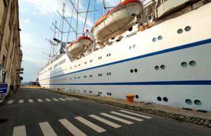 Οι Γάλλοι και Βέλγοι τουρίστες του CLUB MED II προτίμησαν τις ακτές του Θερμαϊκού για δροσιά και αναψυχή