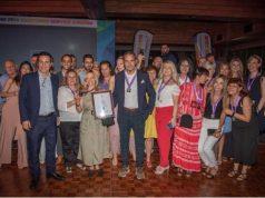 Στη φωτό, η ομάδα μας με το βραβείο, την ημέρα της απονομής των βραβείων!