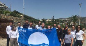H παραλία του ξενοδοχείου Wyndham Grand Crete Mirabello Bay στην Κρήτη βραβεύτηκε με την «Γαλάζια Σημαία» για το 2019