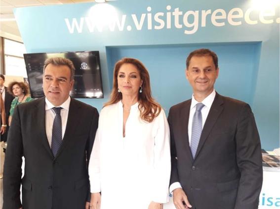 Η Πρόεδρος του ΕΟΤ, κα Γκερέκου, με τον Υπουργό Τουρισμού, κο Θεοχάρη (δεξιά) και τον Υφυπουργό, κο Κόνσολα, στο περίπτερο του ΕΟΤ στην 84η ΔΕΘ.
