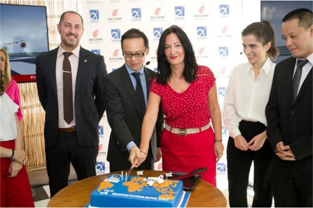 Γιορτάζοντας τα 2 χρόνια του απευθείας δρομολογίου Αθήνα – Πεκίνο, οι ομάδες του αεροδρομίου και της Air China
