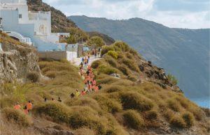 Οι δρομείς του Santorini Experience 2019 στην Καλντέρα της Σαντορίνης (photo by Mike Tsolis)