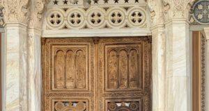 Συντηρείται η πύλη στον Μητροπολιτικό Ναό Αθηνών