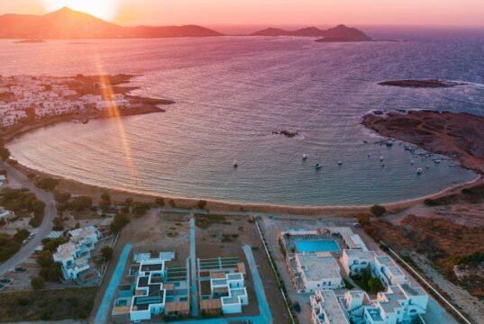Το Cove Paros ρίχνει άγκυρα στην καρδιά των Κυκλάδων